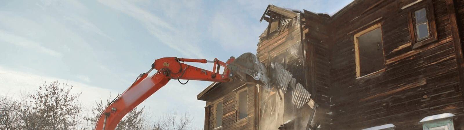 Сколько стоит снести деревянный дом