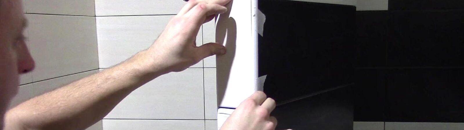 Установка уголков при укладке плитки