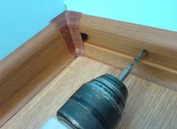 установка пластиковых плинтусов с кабель каналом