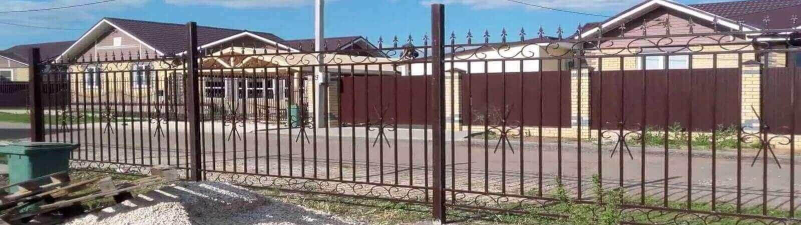 Як встановити металевий паркан