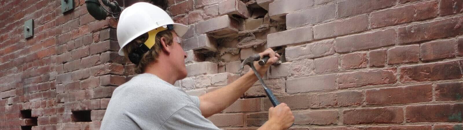 Как демонтировать стену из кирпича